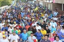 Capriles: Aquí estamos para trabajar y resolver los problema...