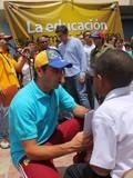 Capriles al Gobierno: Nos atacan porque exhibimos lo que ust...