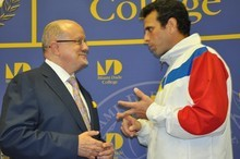 "Henrique Capriles descalifica ""aventuras golpistas""..."