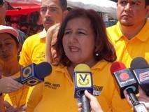 """Dinorah Figuera: """"Constituiremos parlamentos del pueblo..."""