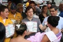 Ramón Muchacho entregó combos infantiles en Pajaritos