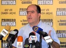 """Julio Borges: """"Pelearse con los países para tapar los p..."""