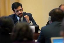 Miguel Pizarro reconoce labor y compromiso del personal sani...